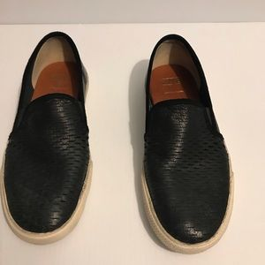 FRYE PERFORATED LEATHER LOAFER SIZE 9.5